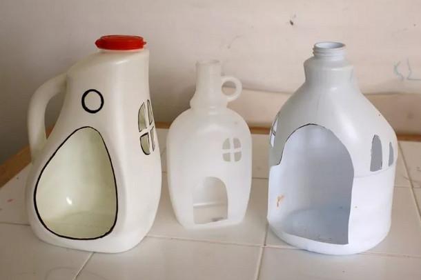 Моя подруга хотела выкинуть бутылки из-под моющих средств, но потом ей пришла в голову гениальная идея...
