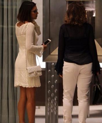 Белое платье спицами. Ищу схему...