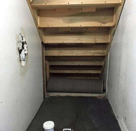 Женщина заметила, что под лестницей находится много неиспользованного пространства и осуществила мечту своих детей...