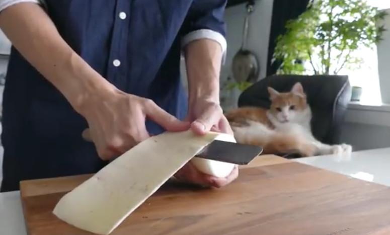 Когда парень купил ржавый нож втридорога, все над ним посмеялись... Но потом они кусали локти!