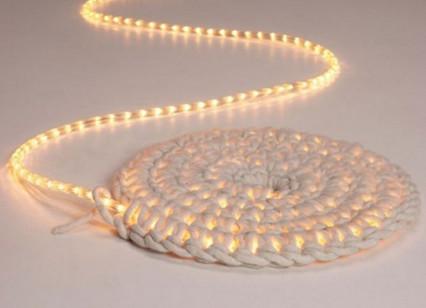 Светящийся вязаный коврик своими руками... Очень оригинальный и стильный светильник!