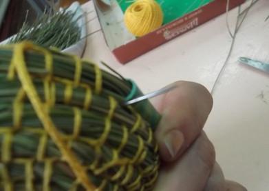 Вазочки из… сосновых иголок? Просто невероятно!