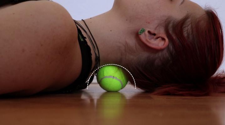 Мало кто знает про эти трюки с теннисным мячиком, которые вам помогут в решении многих проблем