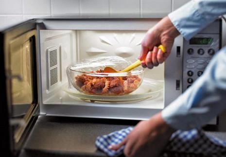Никогда не ставила горячую еду в холодильник... Узнав об этом, отправила кастрюлю в холод прямо с плиты!