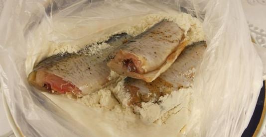 Вот как надо жарить любую рыбу! В меру соленая, не пригорает, а корочка хрустит...