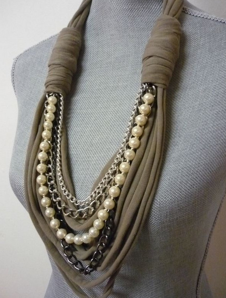 Ожерелье из шарфов и косынок: модно и стильно! Такой женский аксессуар может быть как зимним, так и летним, всё зависит от материала...