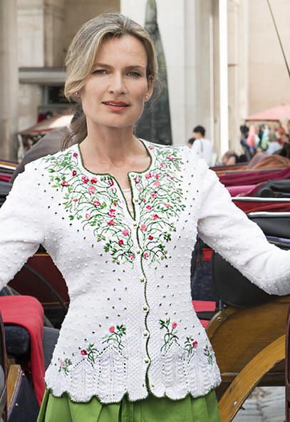 Воплощенная женственность в вышивке на трикотаже от Eva Dietrich