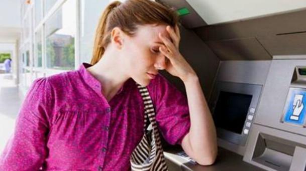 Банкомат завис и не вернул карту! Как забрать её оттуда уже через минуту... Лайфхак на миллион! Особенно, если эта неприятность случилась в отпуске за границей!
