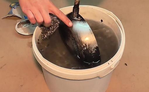 Простой способ как отчистить сковородку от нагара без химии...