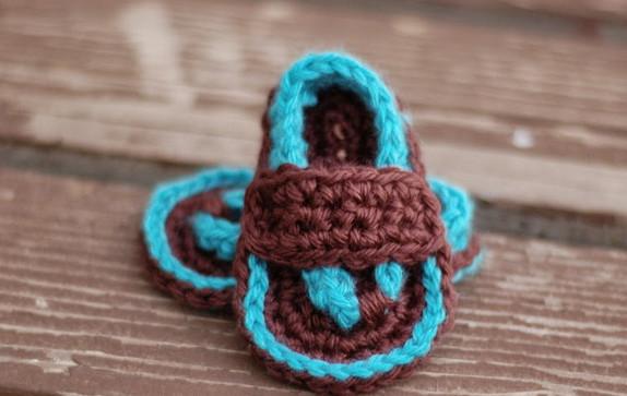 Как связать крючком тапочки для младенца... Чтобы маленьким ножкам было комфортно!