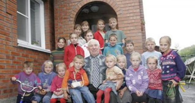 Почетный дедушка ждет 120-го внука! Вот это семья!