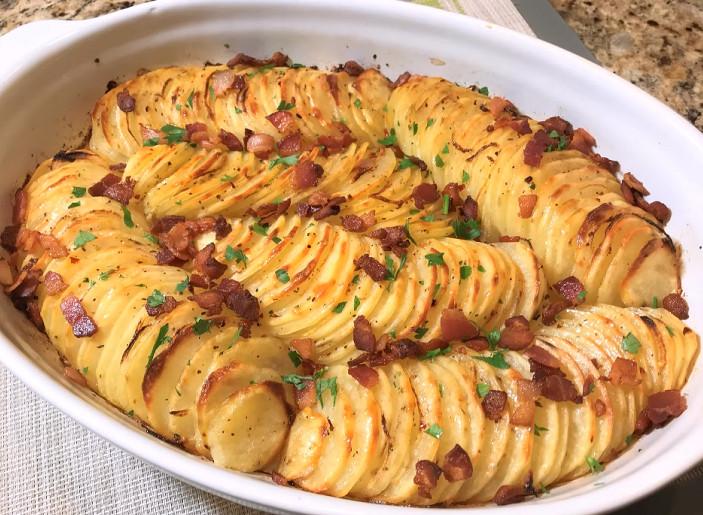 Вкусно, просто и празднично: картофель в духовке...