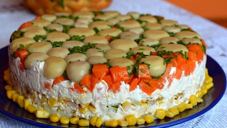Торт-салат с курицей и грибами. Вкусный и очень сытный...