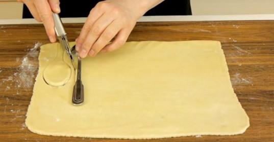 Вот что получится, если завернуть ложки в кусочки слоеного теста и поставить их в духовку... Результат просто невероятный!