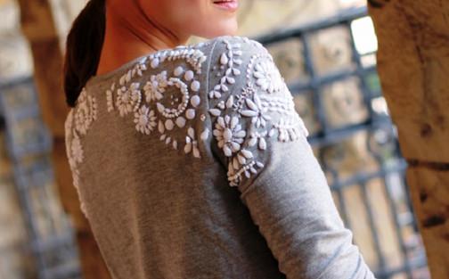 Заурядный свитер превратится в роскошную вещь, если пришить к нему несколько…