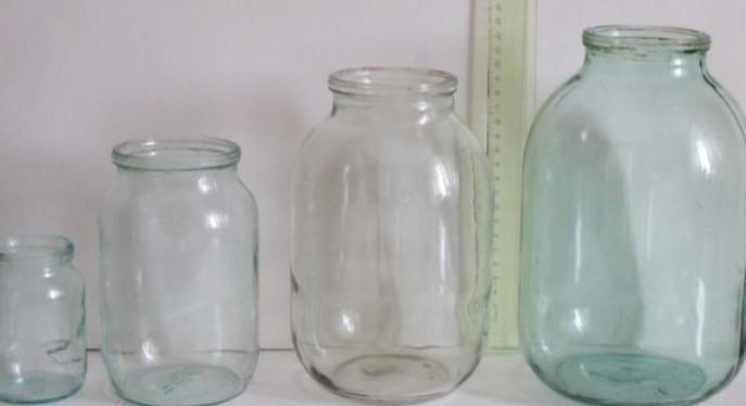 Для создания этой красоты нужны всего лишь пара стеклянных банок, салфетки и клей...