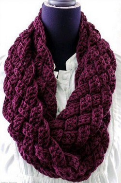 Яркий и нарядный вязаный шарф-снуд в технике макраме...