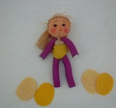Какие прекрасные куклы получаются из бигуди. Делаются очень просто.