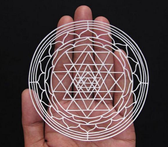Вот как надо вырезать из бумаги! Индийский художник творит настоящие чудеса из бумаги...