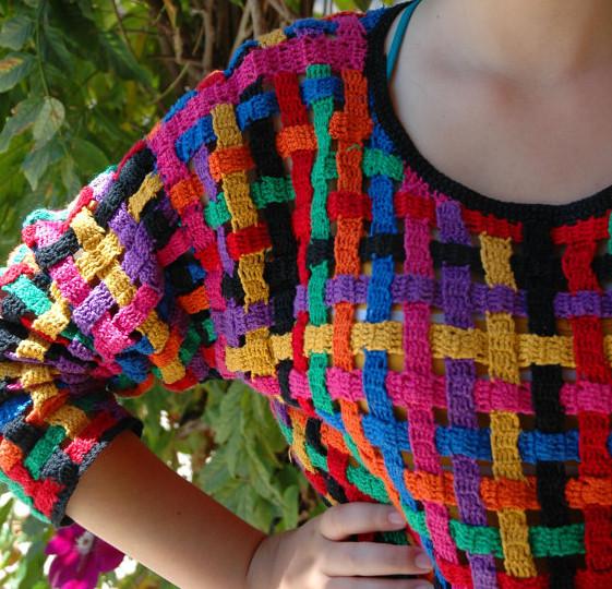 Разноцветные вязаные вещи своими руками 83