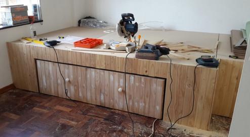 Невероятно, как мужчина с золотыми руками преобразил свою скучную комнату...