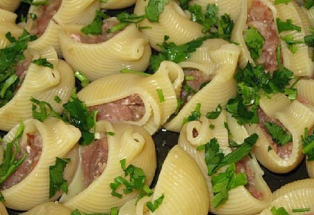 Фаршированные ракушки с соусом бешамель — лучшее блюдо из макарон, которое я пробовала!