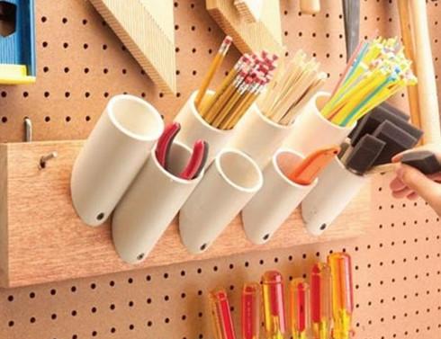 Недорогим и прочным трубам ПВХ найдется множество применений в доме и на даче...