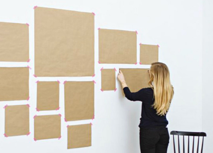 Она заклеила половину стены странными квадратами из бумаги... Спустя 30 минут комнату было не узнать!
