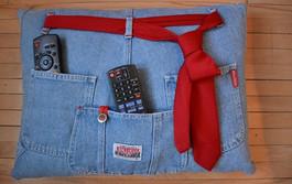 Специально отыскала старые джинсы-варенки, чтобы сделать эту вещь! За 15 минут справилась...