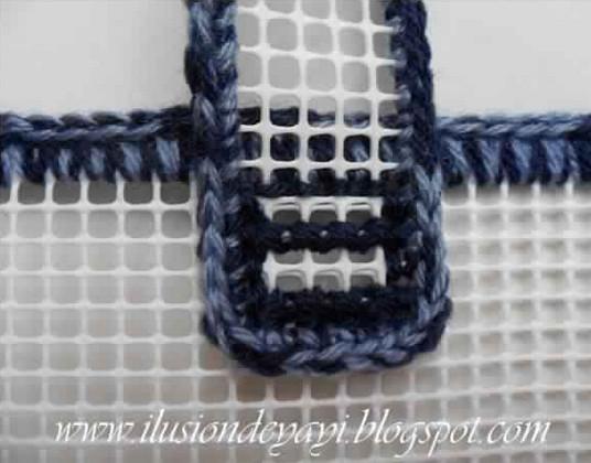 Крючок, пластиковая канва, пряжа — практичная и красивая вещь готова... Согласитесь, ведь классная идея!