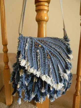 Сшить все рванины, полоски и ленточки - какая красотища несказуемая на выходе!...