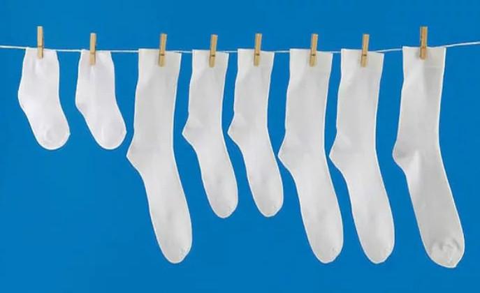 Как вернуть белоснежный цвет носкам, майкам и футболкам?