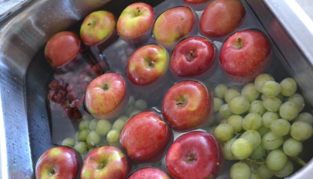 Как ОЧИСТИТЬ фрукты и овощи от ОПАСНЫХ ПЕСТИЦИДОВ. Этому трюку меня научил один фермер