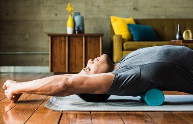 Всего 1 упражнение выпрямит спину, поможет стать стройнее и даже выше